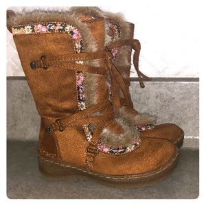 Brown faux suede boots w fur & tie front accents!